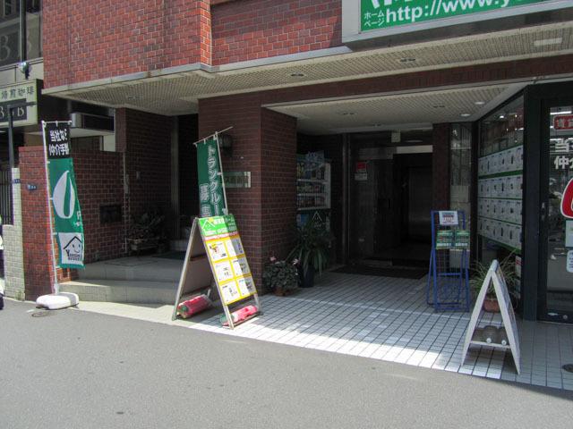 アクセス西新宿のエントランス