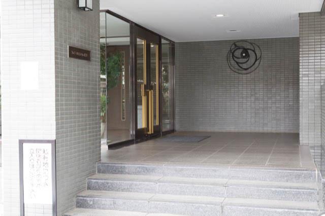 ファミールプランシェ経堂のエントランス