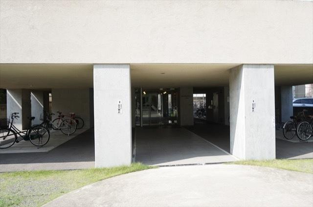 バージュアル武蔵小杉のエントランス
