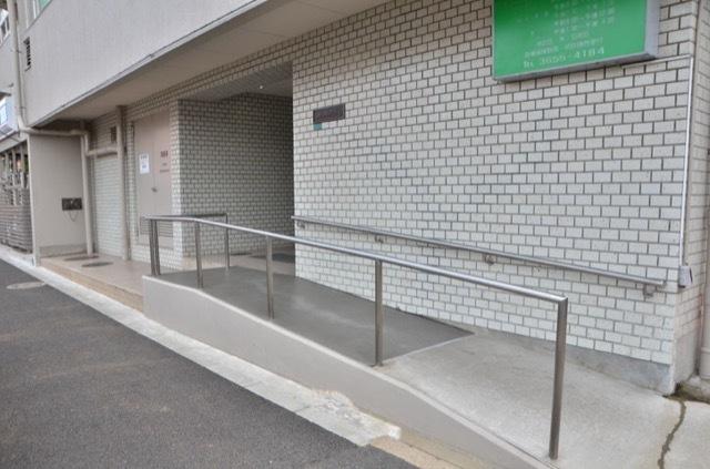 信和江戸川マンションのエントランス