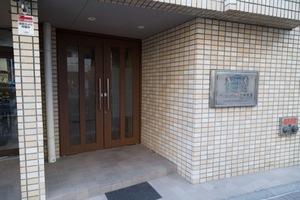 ライオンズマンション三軒茶屋ナカムラのエントランス