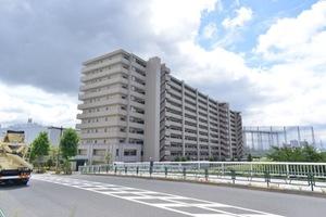 クレストフォルム平井グランステージの外観