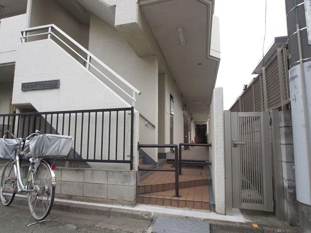 高島平マンションのエントランス
