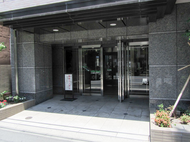 スヴェニール早稲田夏目坂のエントランス