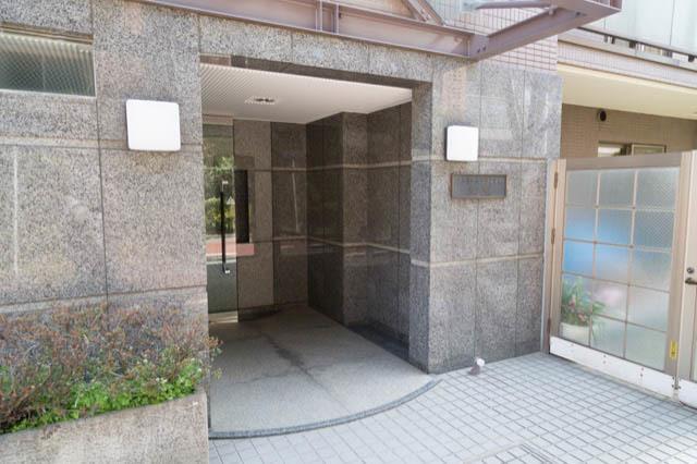 ファミールプランシェ松原のエントランス