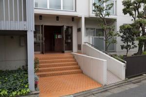 日商岩井桜新町マンションのエントランス