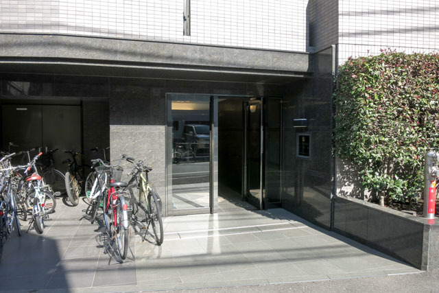 ルーブル渋谷初台弐番館のエントランス