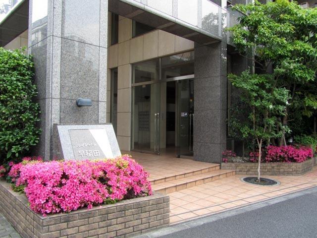 ルイシャトレ早稲田のエントランス