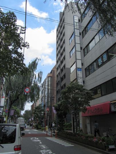 パレステュディオ新宿御苑駅前の外観