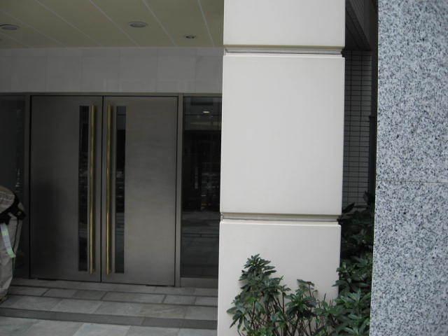 ピアース東京インプレイスのエントランス