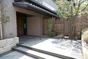 ロイヤルガーデン上石神井のエントランス