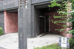 パレステュディオ新宿御苑駅前のエントランス