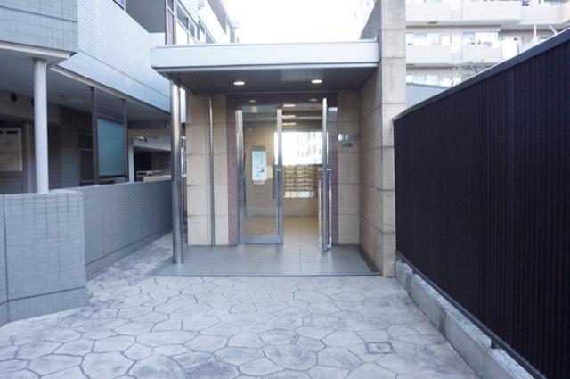 ヴェルナード大倉山3番館のエントランス