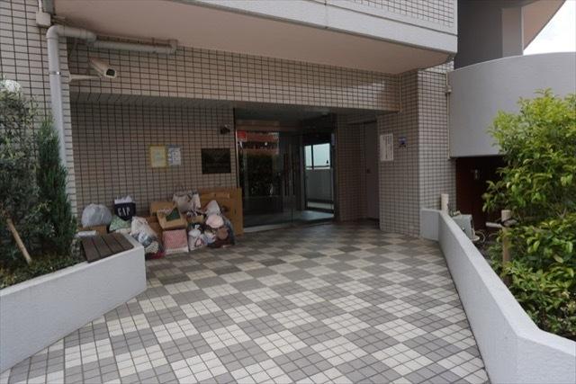 クリオ片倉町六番館のエントランス