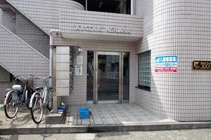 スカイコート西新井のエントランス