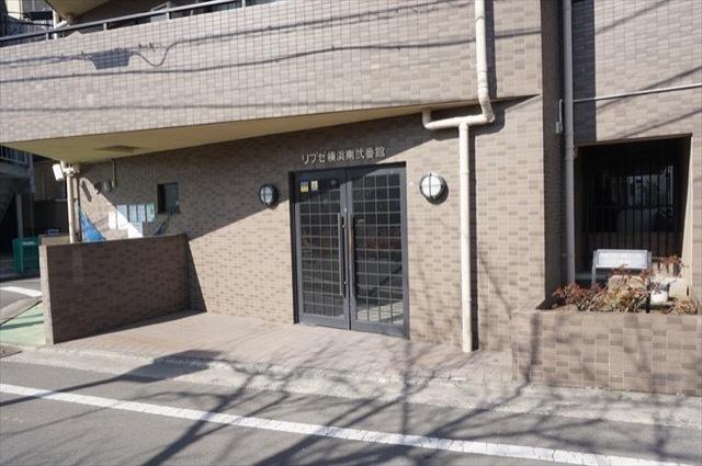 リブゼ横浜南弐番館のエントランス