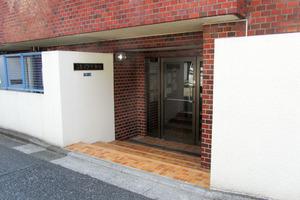 スカイコート新宿のエントランス