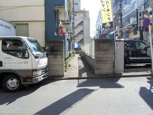 渋谷ローヤルコーポのエントランス