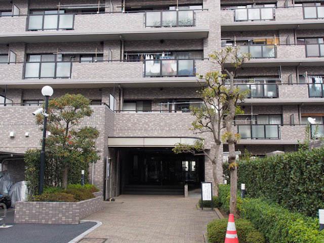 ファミール亀有弐番館のエントランス