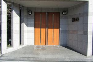 スカイコート原宿のエントランス