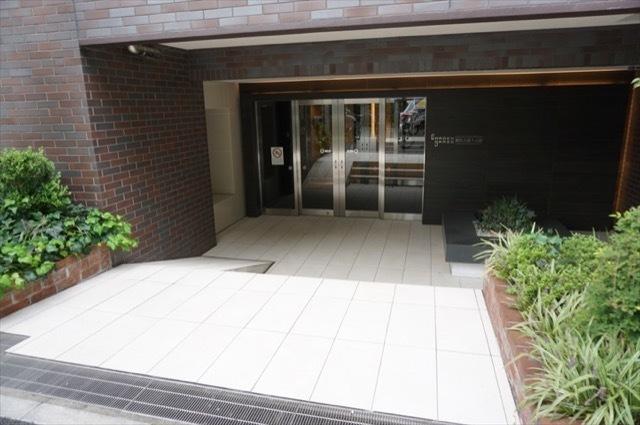 ガーデングラス横浜大通り公園のエントランス