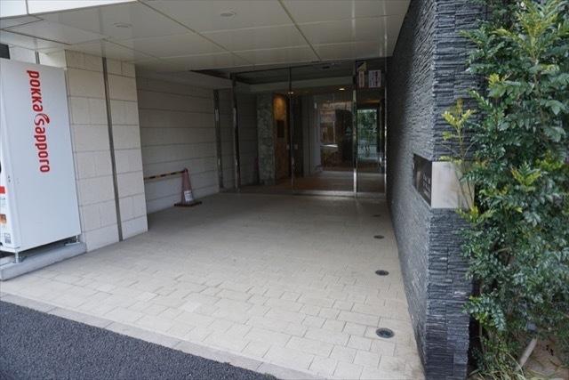 ステージファースト新宿原町のエントランス