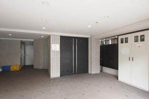 ラグジュアリーアパートメント文京根津のエントランス