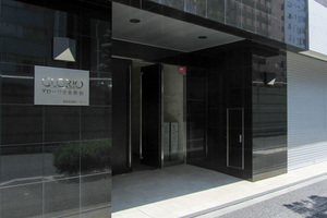 グローリオ東新宿のエントランス