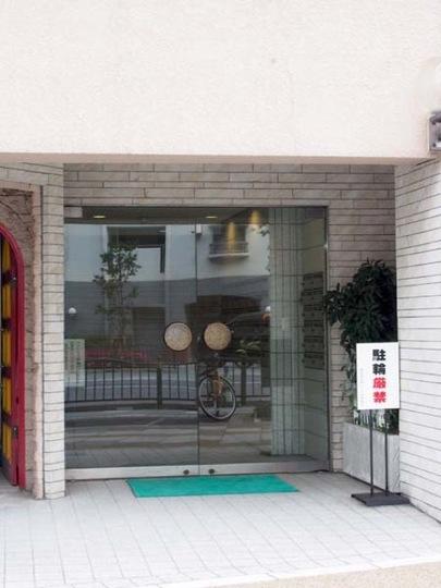 駒形茜日伸ハイツのエントランス