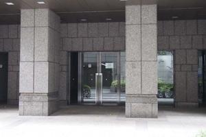 アクロス新川ビルのエントランス