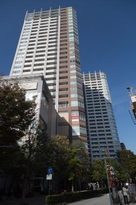 武蔵野タワーズスカイクロスタワーの外観