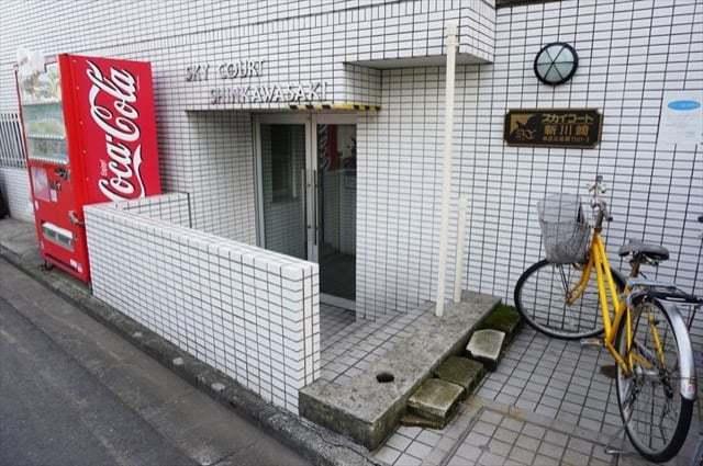スカイコート新川崎のエントランス