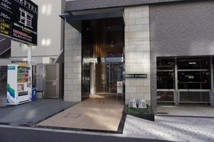 クレイシア新横浜のエントランス