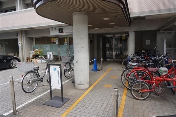 パークノヴァ横浜阪東橋2番館のエントランス