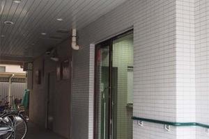 ハイネス菊屋橋のエントランス