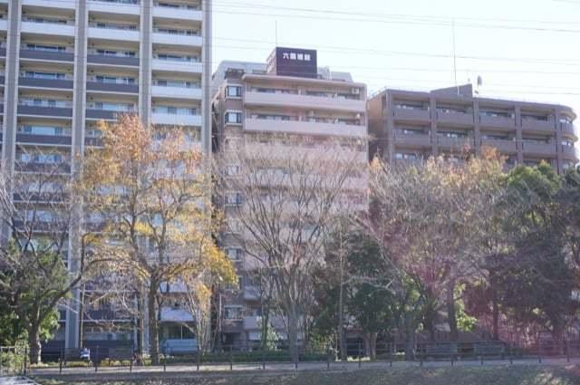 アールケープラザ新横浜2駅前公園通りの外観