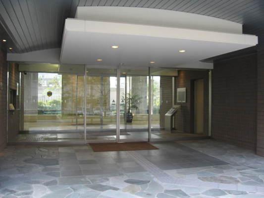 東京アインスリバーサイドタワーのエントランス
