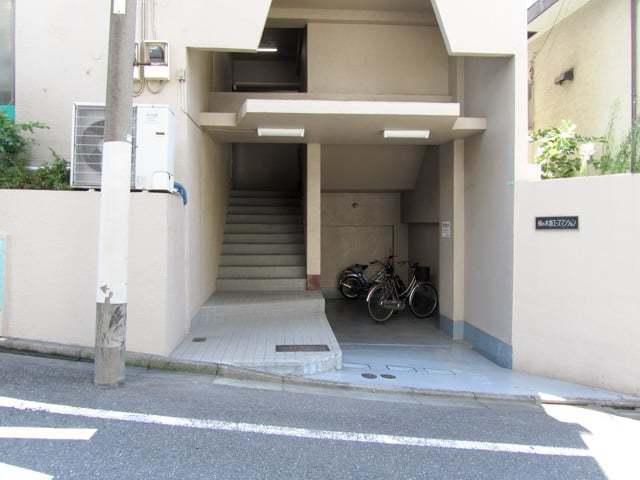 柿ノ木坂エースマンションのエントランス