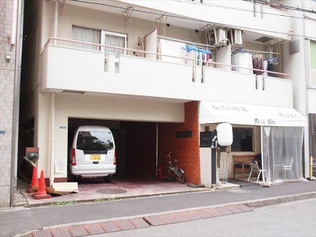 東海西神田マンションのエントランス