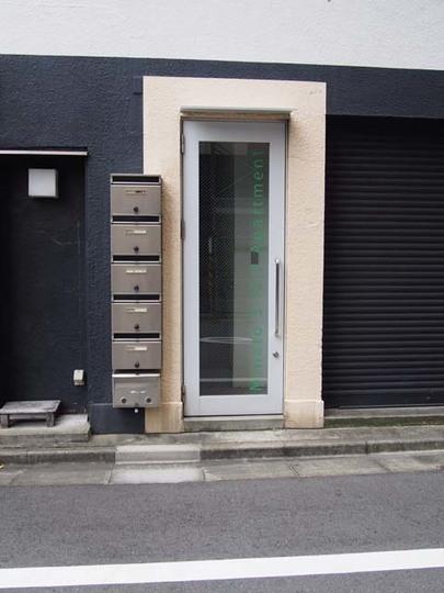 湊アパートメントのエントランス