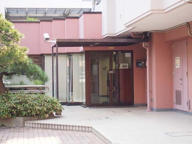 ケヤキ通り北7番館のエントランス