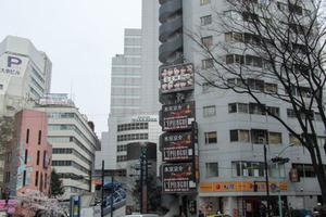 渋谷道玄坂プラザ仁科屋ビルの外観