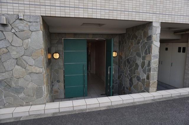 リクレイシア西横浜のエントランス