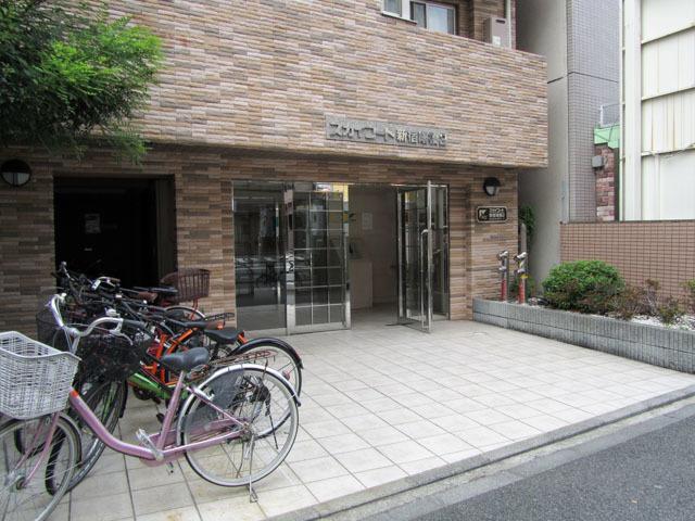 スカイコート新宿曙橋第2のエントランス