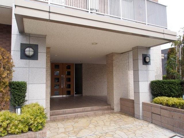 グランスイート綾瀬桜木橋のエントランス