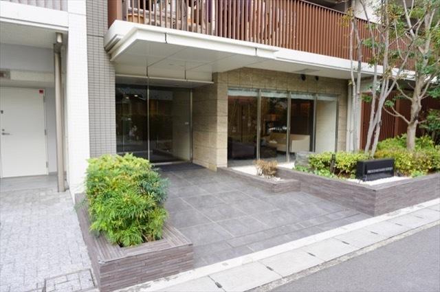 プラウド武蔵新城のエントランス