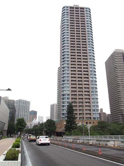 リバーシティ21スカイライトタワーの外観