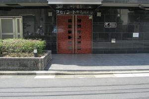 スカイコート牛込神楽坂のエントランス