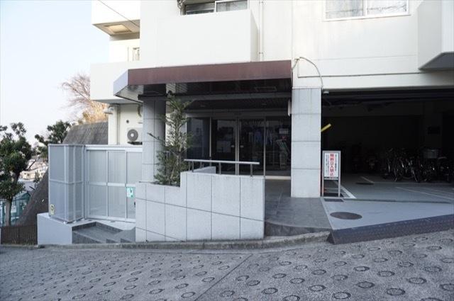 エクレール横浜3番館のエントランス