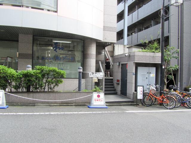 コモドスクウェア北新宿のエントランス